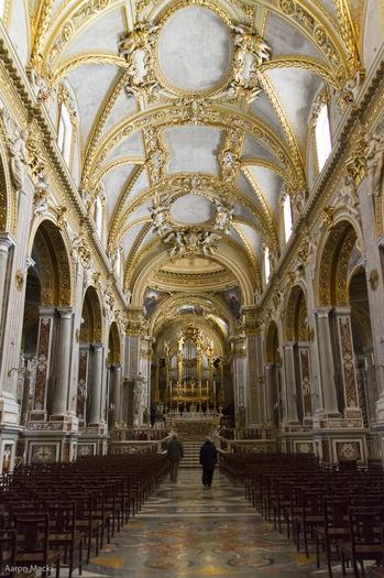 Cassino-Montecassino-Basilica Nave0212.jpg