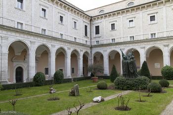 Cassino-Montecassino-Small Cloister0181.jpg